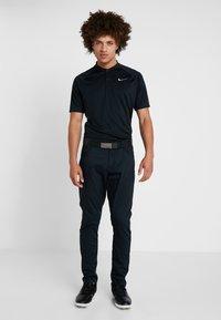 Nike Golf - DRY - T-shirt de sport - black/cool grey - 1