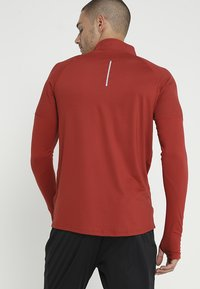 Nike Performance - DRY TOP 2.0 - Funktionsshirt - dune red/reflective silver - 2