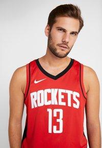 Nike Performance - HOUSTON ROCKETS JAMES HARDEN NBA SWINGMAN - Artykuły klubowe - university red - 3
