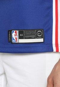 Nike Performance - PHILADELPHIA 76ERS NBA SWINGMAN - Club wear - rush blue/white/university red - 4