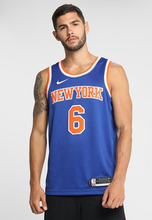 NEW YORK KNICKS KRISTAPS NBA SWINGMAN - Pelipaita - rush blue