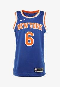 Nike Performance - NEW YORK KNICKS KRISTAPS NBA SWINGMAN - Pelipaita - rush blue - 5