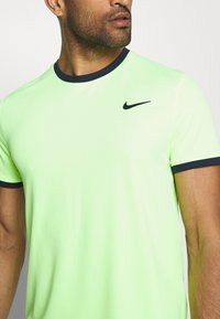 Nike Performance - DRY - T-shirt basic - ghost green/obsidian - 5