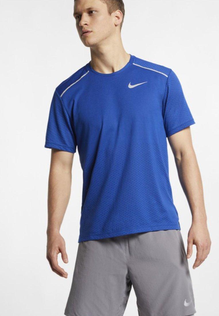 Nike Performance - BREATHE RISE  - Print T-shirt - indigo force