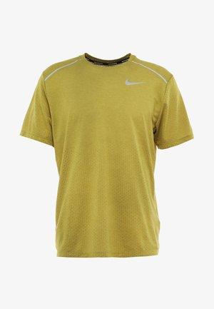 BREATHE RISE  - T-shirt print - moss/heather/silver