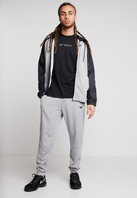 Nike Performance - DRY TEE ATHLETE - Printtipaita - black - 1