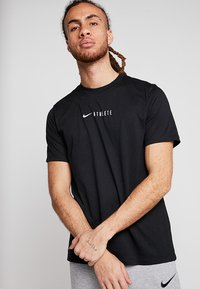 Nike Performance - DRY TEE ATHLETE - Printtipaita - black - 0