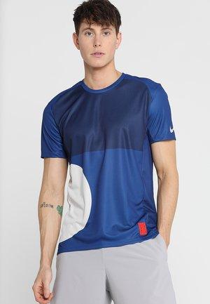 DRY MILER TOP TOKYO - Sportshirt - indigo force/desert sand