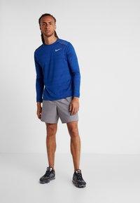 Nike Performance - DRY MILER - Camiseta de deporte - indigo force/blue void/reflective silver - 1