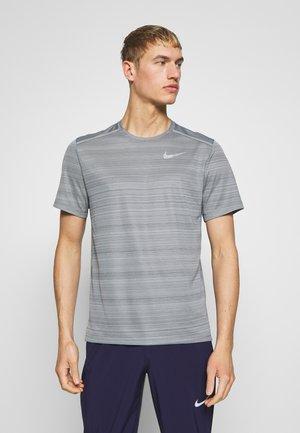 DRY MILER - Camiseta básica - smoke grey/reflective silver
