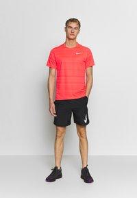 Nike Performance - DRY MILER - Basic T-shirt - laser crimson/reflective silver - 1