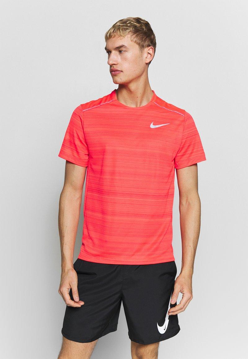 Nike Performance - DRY MILER - Basic T-shirt - laser crimson/reflective silver