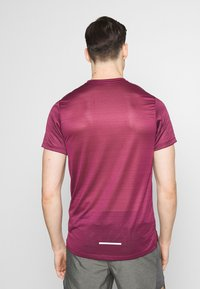Nike Performance - DRY MILER - Print T-shirt - villain red/silver - 2