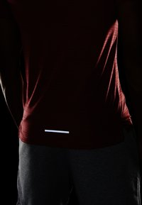 Nike Performance - DRY MILER - T-shirt basic - light redwood/heather/silver - 4