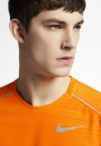 Nike Performance - DRY MILER - Print T-shirt - orange - 5