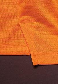 Nike Performance - DRY MILER - Print T-shirt - orange - 4