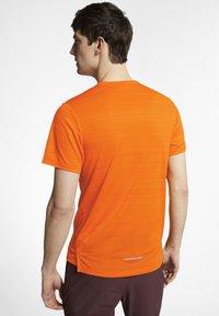 Nike Performance - DRY MILER - Print T-shirt - orange - 2