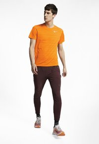 Nike Performance - DRY MILER - Print T-shirt - orange - 1