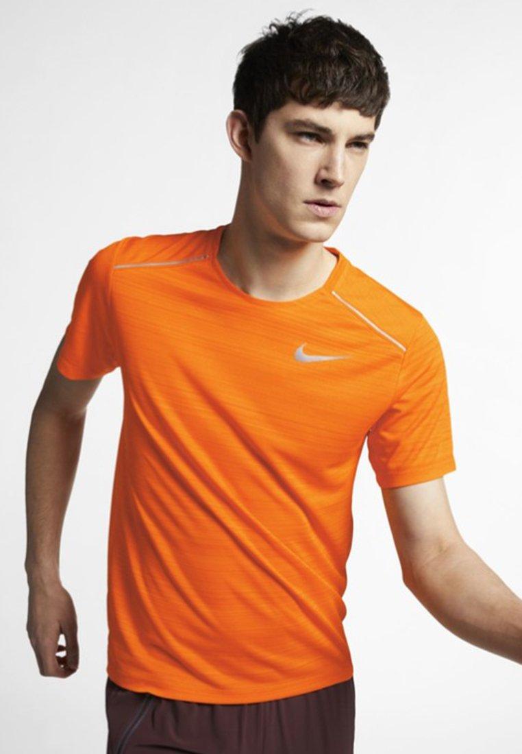 Nike Performance - DRY MILER - Print T-shirt - orange