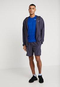 Nike Performance - DRY MILER - T-shirt z nadrukiem - indigo force/blue void/reflective silver - 1