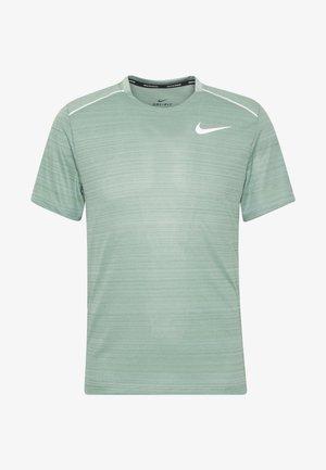 DRY MILER - Print T-shirt - silver pine