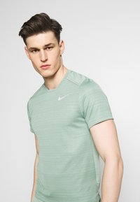 Nike Performance - DRY MILER - T-Shirt print - silver pine - 3