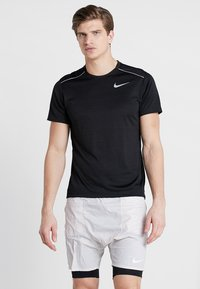 Nike Performance - DRY MILER - T-shirt con stampa - black/silver - 0