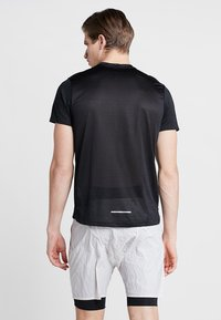 Nike Performance - DRY MILER - T-shirt con stampa - black/silver - 2