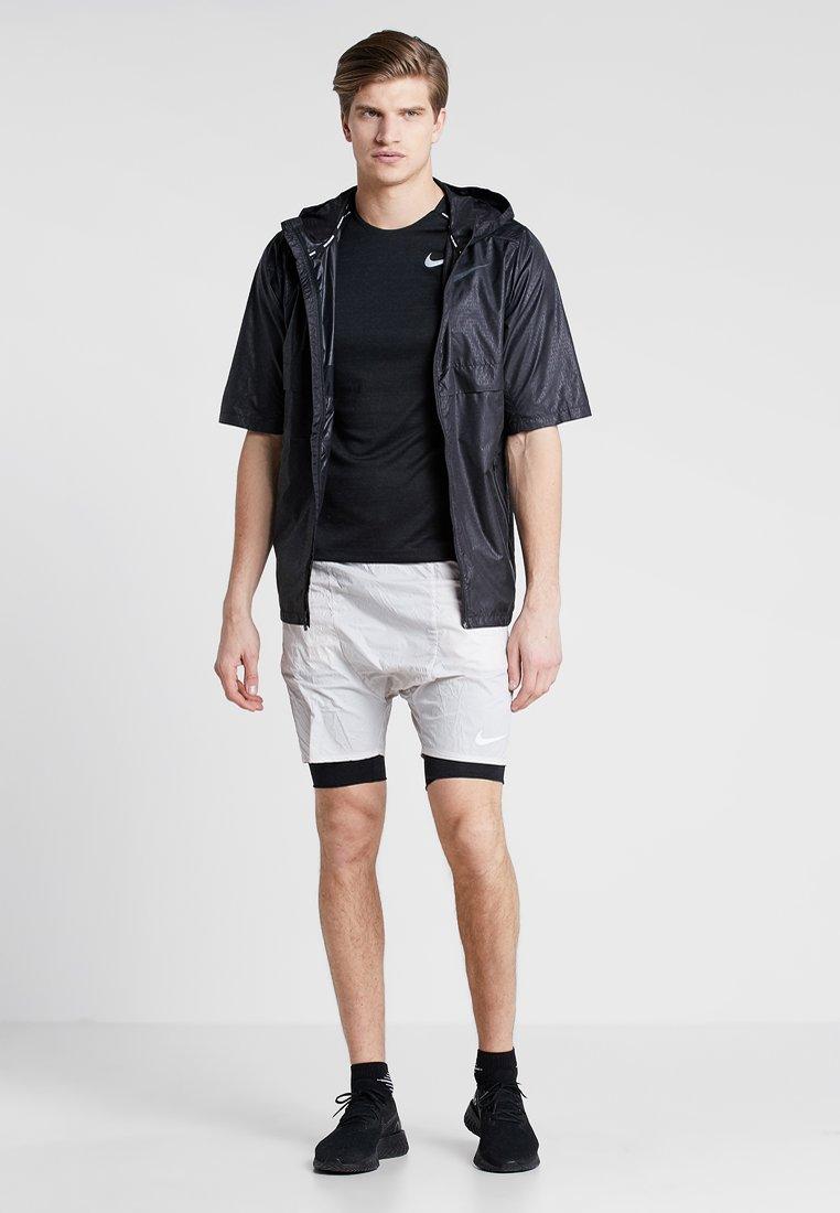 Nike Performance DRY MILER - T-shirt basic - black/silver