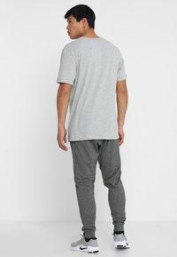 Nike Performance - Camiseta básica - dk grey heather - 2