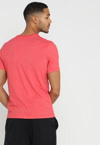 Nike Performance - DRY TEE CREW SOLID - Jednoduché triko - light university red heather/black - 2