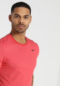 Nike Performance - DRY TEE CREW SOLID - Basic T-shirt - light university red heather/black - 3