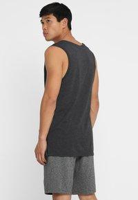Nike Performance - TANK HYPERDRY - Sportshirt - black heather/metallic hematite - 2