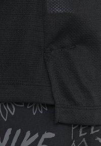 Nike Performance - DRY MILER TANK - Funktionstrøjer - black/black/reflective silver - 7