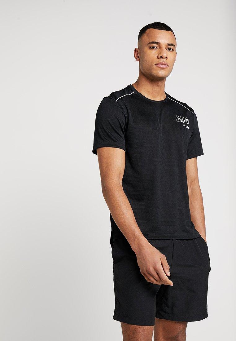 Nike Performance DRY MILER - T-shirt imprimé black/white/silver