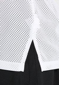Nike Performance - DRY CLASSIC - Funkční triko - white/black - 5