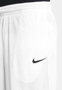 Nike Performance - CLASSIC - kurze Sporthose - white/wolf grey/black - 4