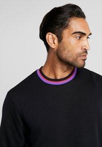Nike Performance - DRY HOOP FLY - Camiseta de deporte - black/white - 5