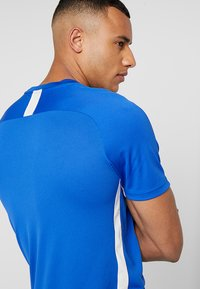 Nike Performance - DRY ACDMY  - Camiseta estampada - game royal/white - 4