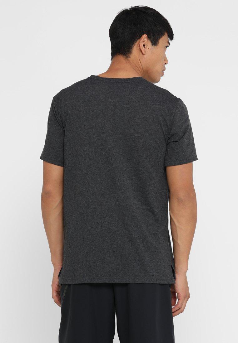 Nike Performance HYPERDRY - T-shirt basic - black heather/metallic hematite