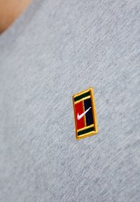Nike Performance - COURT TEE - Camiseta básica - dark grey heather - 5