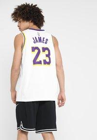 Nike Performance - NBA LA LAKERS LEBRON JAMES SWINGMAN - Equipación de clubes - white - 2