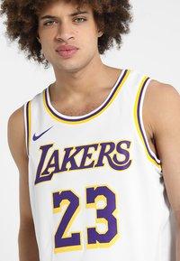 Nike Performance - NBA LA LAKERS LEBRON JAMES SWINGMAN - Equipación de clubes - white - 3