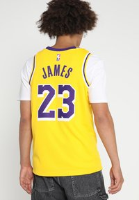 Nike Performance - NBA LA LAKERS LEBRON JAMES SWINGMAN - Klubtrøjer - amarillo/field purple/white - 2