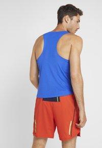 Nike Performance - AROSWFT TANK - T-shirt de sport - hyper royal/black - 2