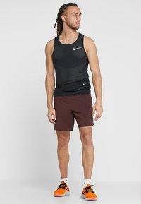 Nike Performance - AROSWFT TANK - Funktionströja - black/white - 1
