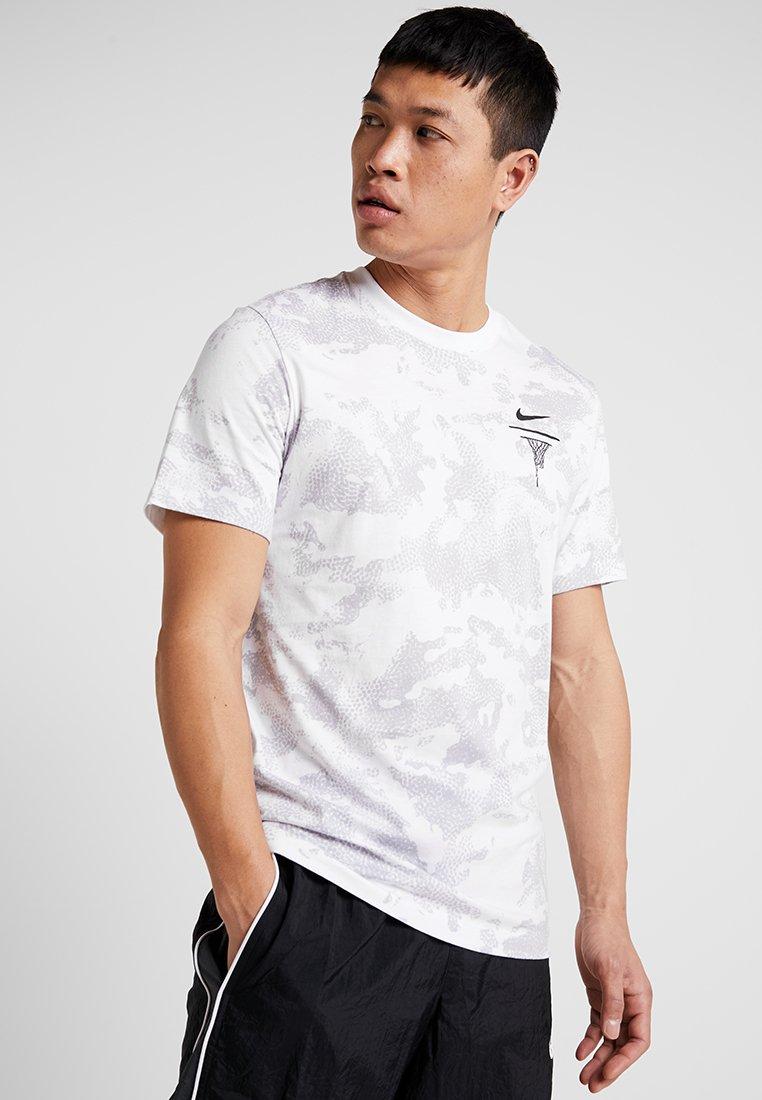 Nike Performance - TEE PEBBLE  - Print T-shirt - white/white/wolf grey