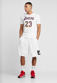 Nike Performance - NBA LA LAKERS LEBRON JAMES NAME NUMBER TEE - Klubbkläder - white - 1