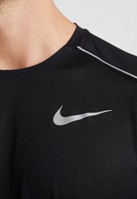 Nike Performance - DRY COOL MILER - T-shirt basique - black/reflective silv - 5