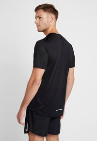 Nike Performance - DRY COOL MILER - T-shirt basique - black/reflective silv - 2